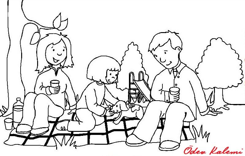 Babam ile annemin resimlerini masaya koydum ben ailemle mutluyum